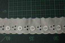 画像3: 150円!1m!幅3.3cmレーヨン刺繍の小花柄綿レース オフホワイト (3)
