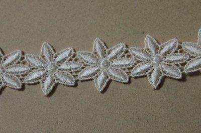 画像2: 33枚!幅3.2cm光沢のある花柄ケミカルレース オフホワイト
