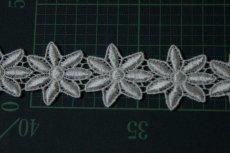 画像3: 33枚!幅3.2cm光沢のある花柄ケミカルレース オフホワイト (3)