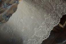 画像2: 1m幅14.3cm豪華なカトレア柄綿レース オフホワイト日本製 (2)