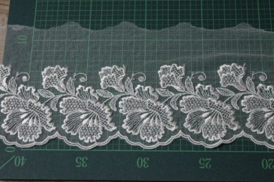 画像1: 1m巻幅11.2cm大ぶりの花柄チュールレース オフホワイト