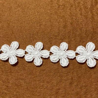 画像2: 3m!幅2cm小花柄綿ケミカルレース オフホワイト