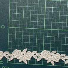 画像2: ケミカルレース オフホワイト  幅2cmツインの薔薇柄 6m巻 (2)