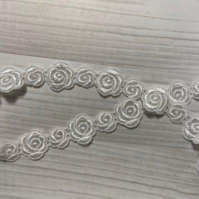 画像3: ケミカルレース オフホワイト  幅2.3cm大小の薔薇柄 3m巻