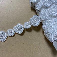 画像3: ケミカルレース オフホワイト  幅2.3cm大小の薔薇柄 3m巻 (3)