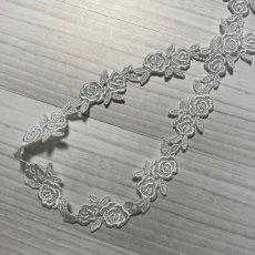 画像4: ケミカルレース オフホワイト  幅2cmツインの薔薇柄 6m巻 (4)