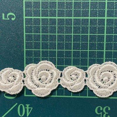 画像1: ケミカルレース オフホワイト  幅2.3cm大小の薔薇柄 3m巻
