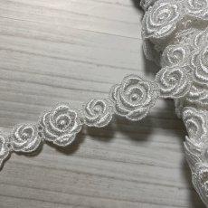 画像1: ケミカルレース オフホワイト  幅2.3cm大小の薔薇柄 3m巻 (1)