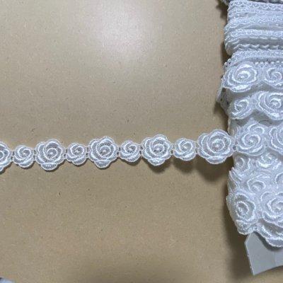 画像2: ケミカルレース オフホワイト  幅2.3cm大小の薔薇柄 3m巻