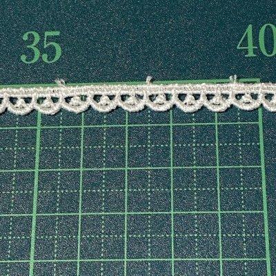 画像1: ケミカルレース オフホワイト 幅0.7cm極細スカラ柄 6m巻