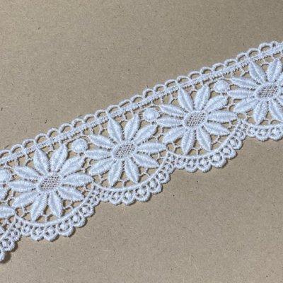 画像2: 綿ケミカルレース オフホワイト 幅5.5cm 花柄 1m