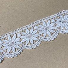 画像2: 綿ケミカルレース オフホワイト 幅5.5cm 花柄 1m (2)
