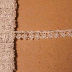 画像2: ケミカルレース オフホワイト 幅0.9cm 極細花柄 6m巻 (2)