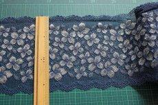 画像2: ラッセルストレッチレース ネイビー 幅16.5cm 花柄 3m巻 (2)