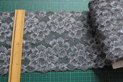 画像1: ラッセルストレッチレース  幅17.2cm 光沢のある薔薇柄  3m巻