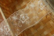画像2: 4m!幅5.5cm繊細なお花のチュールレース オフホワイト (2)