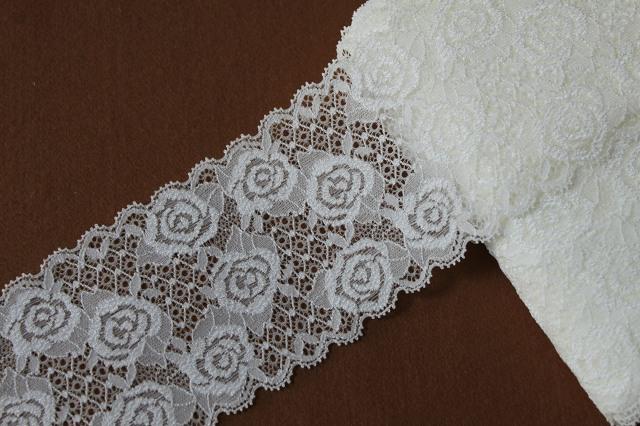 画像1: ラッセルストレッチレース オフホワイト 幅8.5cm薔薇がいっぱい5m巻 (1)