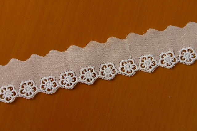 画像1: 13.2m!幅2.5cm 可愛い花柄綿レース 白 (1)