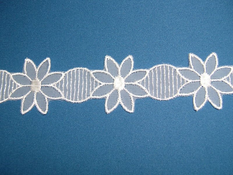 画像1: 6.5m!幅3.6cm夏にぴったり!お花のナイロンシャー刺繍レース ホワイト  (1)