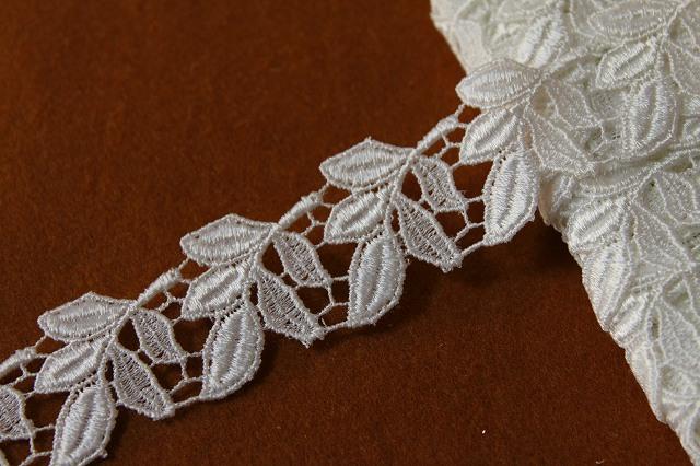 画像1: 激安3m!幅3cm美しい葉柄ケミカルレース ホワイト (1)
