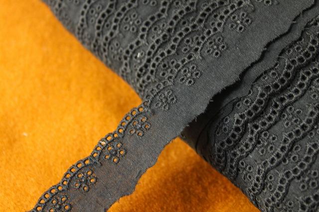 画像1: 激安12.5m!幅2.5cm小花柄綿レース 黒 (1)