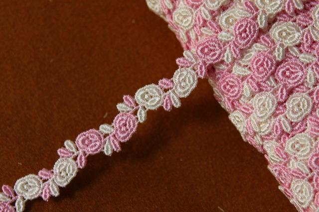画像1: 1m!幅0.8cm交互の薔薇柄ケミカルレース ピンクとオフホワイト (1)