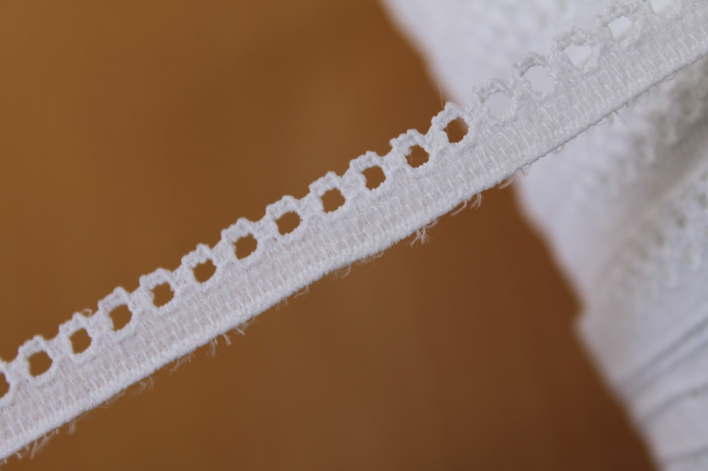 画像1: 10m!幅1.1cmリボン通しリバーストレッチレース ホワイト (1)