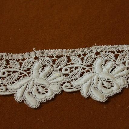 画像1: 約60枚!幅5.5cm美しい薔薇の綿ケミカルレース オフホワイト (1)