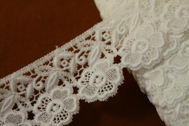画像1: 3m!幅6.5cm美しい刺繍の花柄綿ケミカルレース オフホワイト (1)
