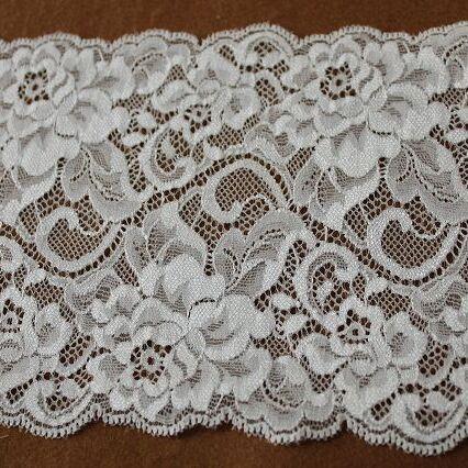 画像1: ラッセルストレッチレース オフホワイト 幅13.5cm美しい薔薇柄3m! (1)