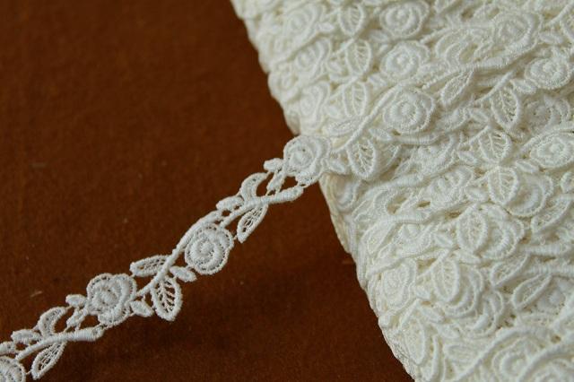 画像1: 3m!幅1.8cm美しい薔薇柄綿ケミカルレース オフホワイト アクセサリーレース (1)
