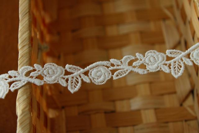 画像2: 3m!幅1.8cm美しい薔薇柄綿ケミカルレース オフホワイト アクセサリーレース