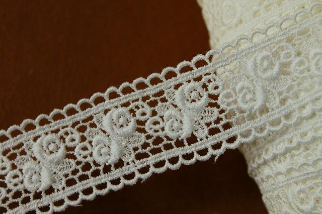 画像1: 3.2m!幅3.4cm薔薇柄綿ケミカルレース オフホワイト (1)