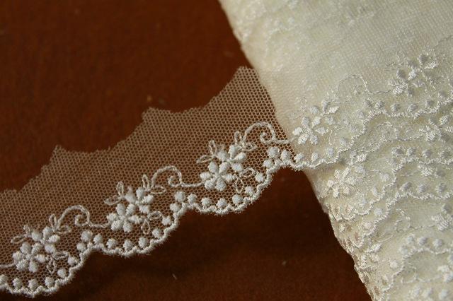 画像1: 6.5m!幅3cm可愛い小花柄チュールレース オフホワイト (1)
