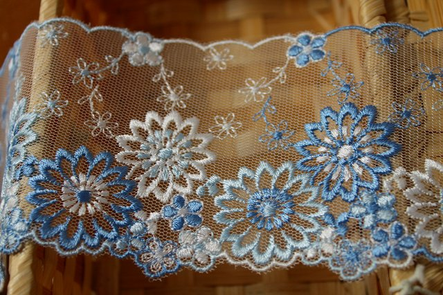 画像1: 3m!幅8.2cm最高級花柄チュールレース ブルー (1)