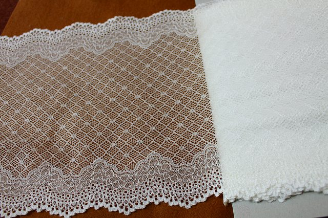 画像1: 幅21.2cm透け感の美しいハート柄ラッセルストレッチレース オフホワイト (1)