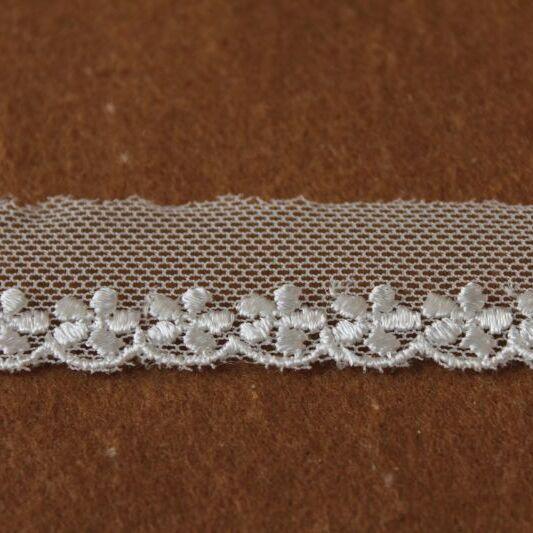 画像1: チュールレース オフホワイト 幅2.2cmキュートな小花柄 3m巻 (1)