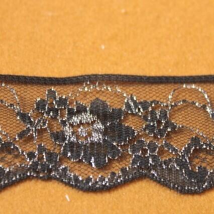 画像1: ラッセルレース 銀ラメ/黒色 5m巻!4.1cm小花柄 日本製 (1)