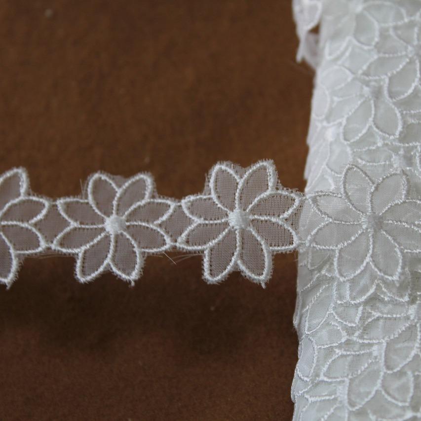画像1: ナイロンシャー刺繍レース ホワイト 幅2.7cm透け感が可愛いお花 3m! (1)