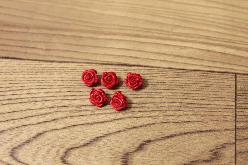 画像1: 10個セット!幅0.9cm巻き薔薇モチーフ サテン レッド ハンドメイドに (1)