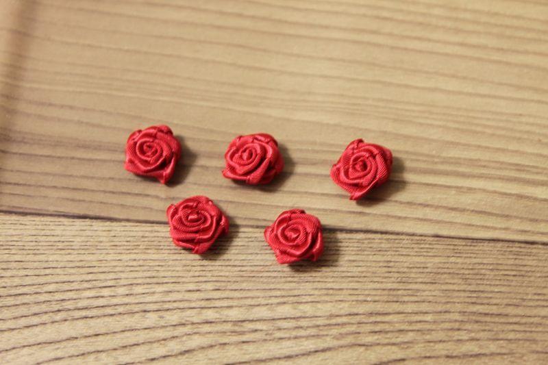 画像1: 5個セット!幅1.5cm巻き薔薇モチーフ サテン レッド ハンドメイドに (1)