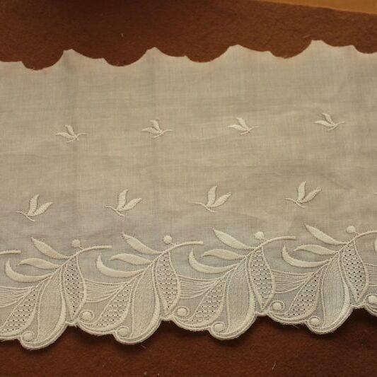 画像1: 1m!幅19cm美しい葉っぱ柄綿混ボーダーレース オフホワイト (1)