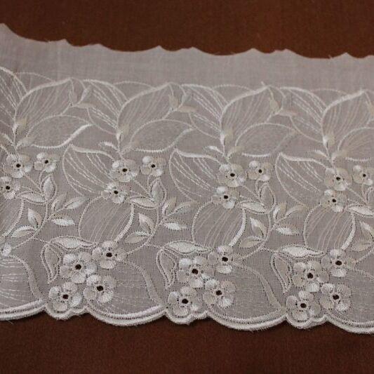 画像1: 3m巻!幅16.3cm光沢のある花柄刺繍の綿レース オフホワイト (1)