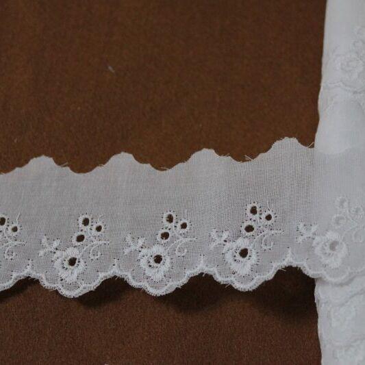 画像1: 6m巻!幅4.2cm可愛い薔薇柄綿レース ホワイト (1)