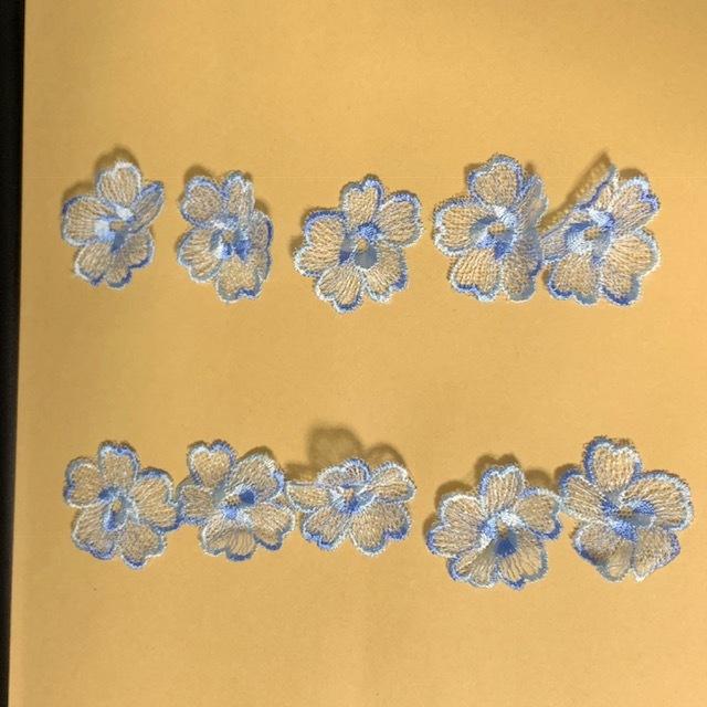 画像1: 10枚組!幅4cm花柄チュールレースモチーフ ブルー (1)