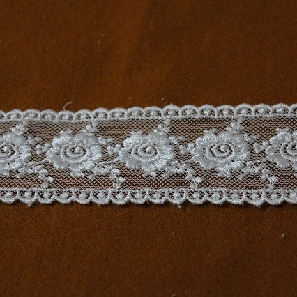 画像1: チュールレース ホワイト 1m!幅3.8cm両山薔薇柄 (1)