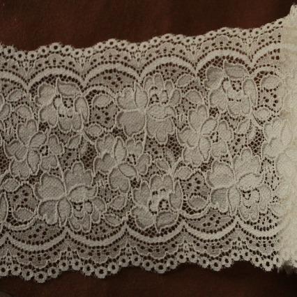 画像1: ラッセルストレッチレース オフホワイト 幅13.1.cm薔薇柄 5m巻 (1)