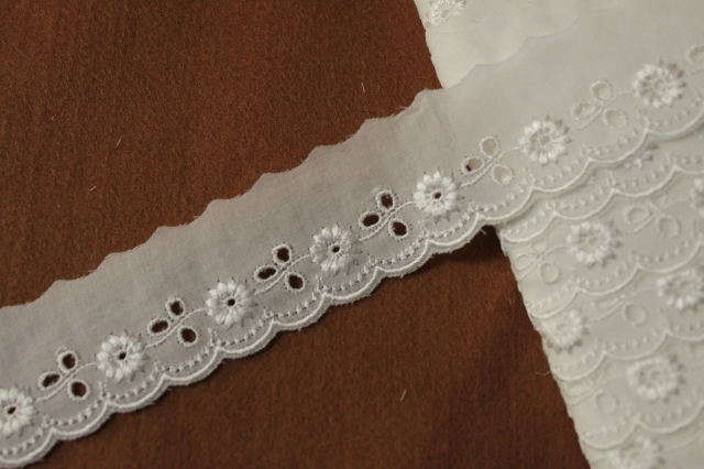 画像1: 150円!1m!幅3.3cmレーヨン刺繍の小花柄綿レース オフホワイト (1)