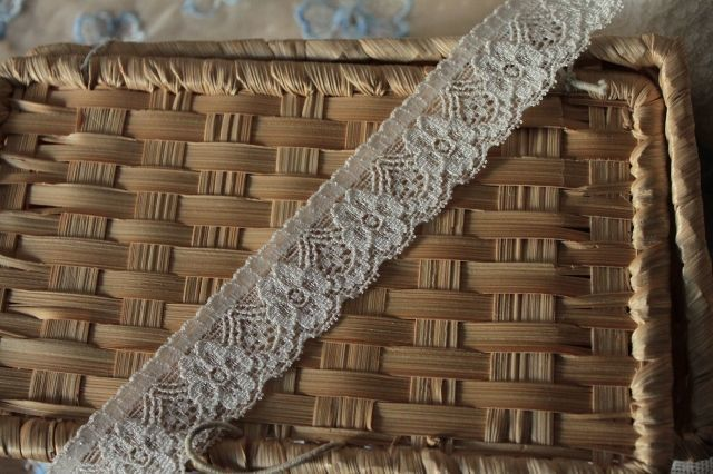 画像1: 幅2.9cm使いやすい花柄ラッセルストレッチレース オフホワイト (1)