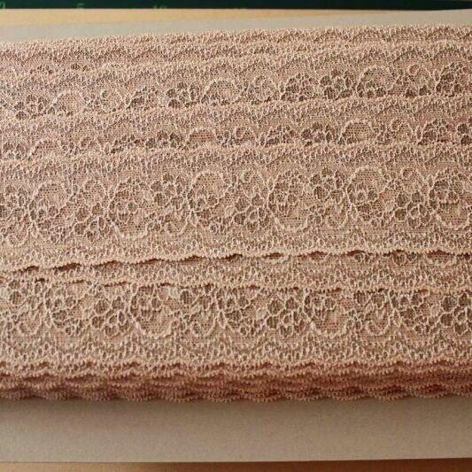 画像1: 高品質な日本製99m!幅5.8cm薔薇柄ラッセルストレッチレース ベージュブラウン (1)